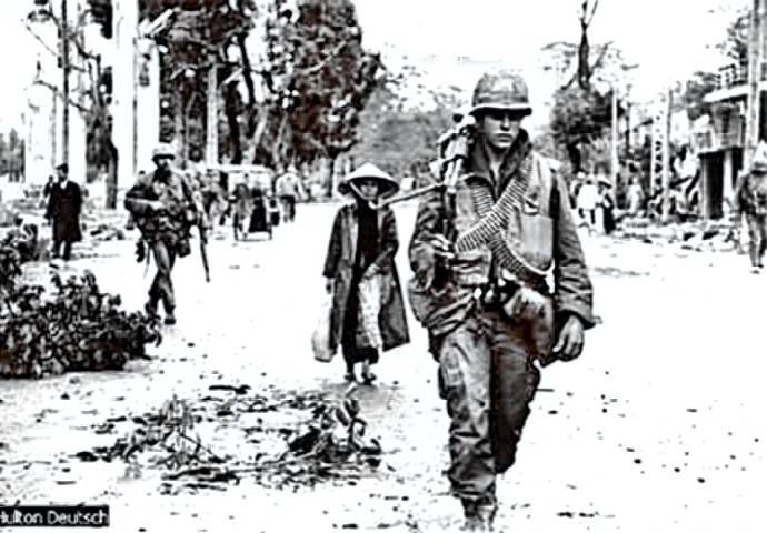 Tet 1968 - War weary troops in Hue City